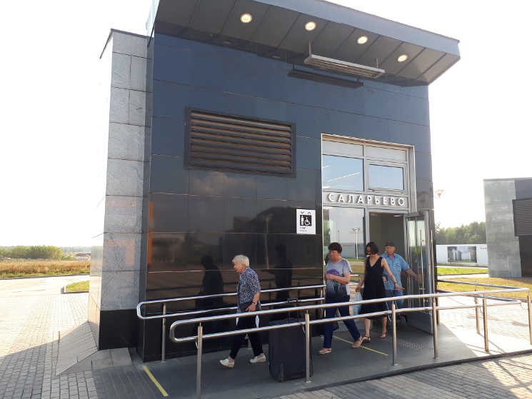 Станция «Саларьево», лифт только для выхода